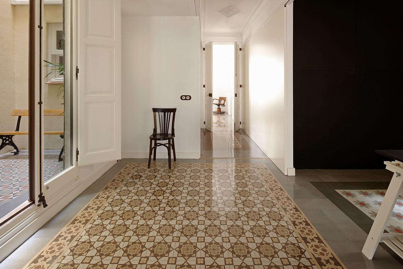 carrelage espagne jonquera sevilla outlet shopping. Black Bedroom Furniture Sets. Home Design Ideas